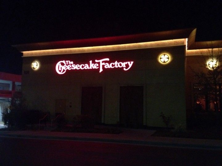 TheCheesecackeFactory_outside